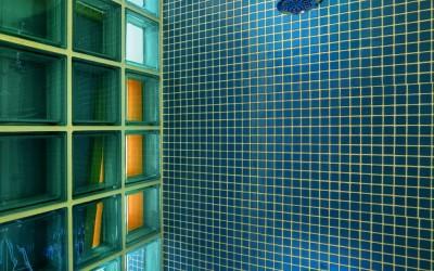 Detail sprchového koutu v druhé koupelně