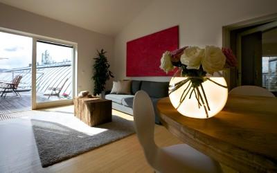Obývací pokoj s jídelním stolem