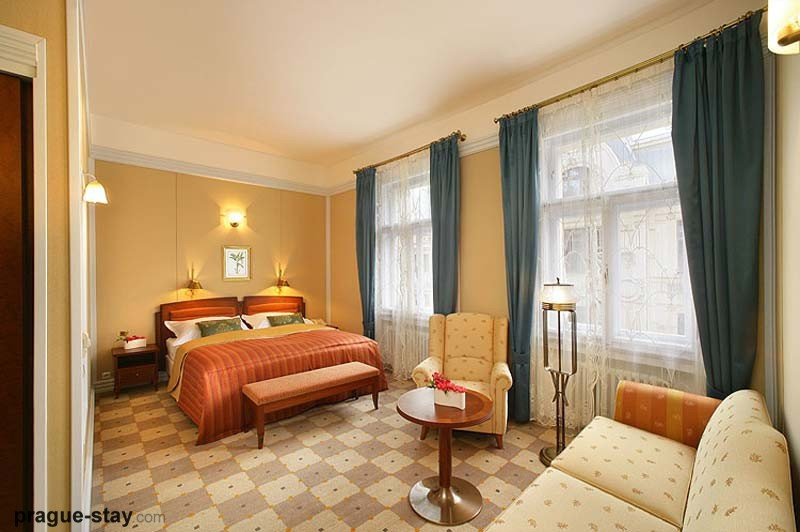 hotel room in paris Photo