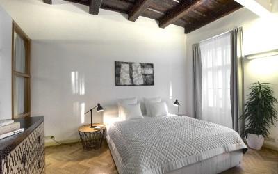 Удобная кровать в жилой части