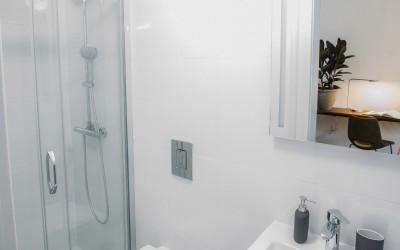 Ванная комната с мрамором