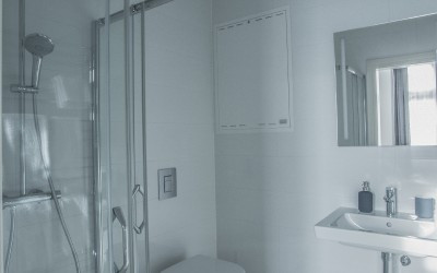 Ванная комната апартамента Gladiolus с мраморной плиткой