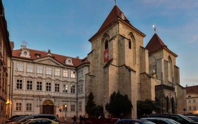 Барочный дворец Lázeňská N°4 и готическая церковь