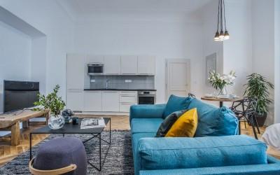 Living Room w/ TV, Kitchen Line