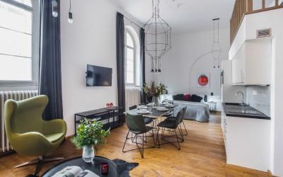 Стильный апартамент с дизайнерским интерьером