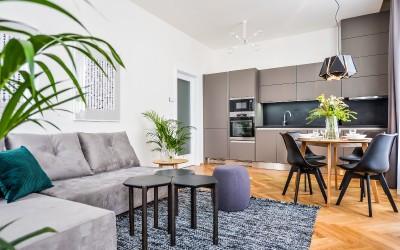 Stylový obývací pokoj s kuchyňským koutem