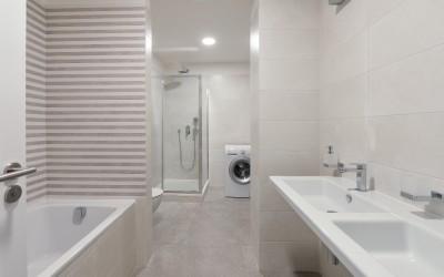 Bathroom with Bathtub, Shower, Toilet, Sinks, Washing Machine